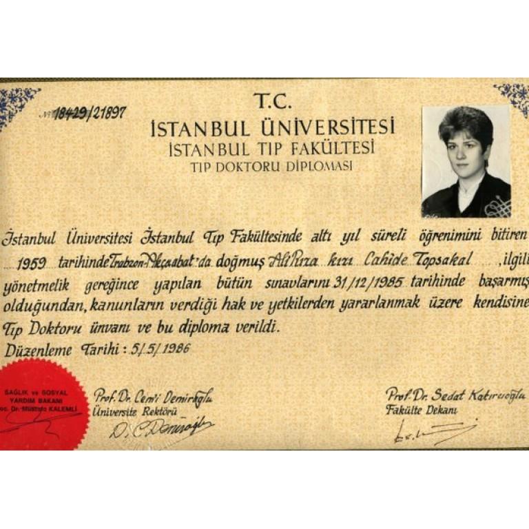 Dr. Cahide Topsakal İstanbul Üniversitesi Tıp Fakültesi Tıp Doktoru Diploması